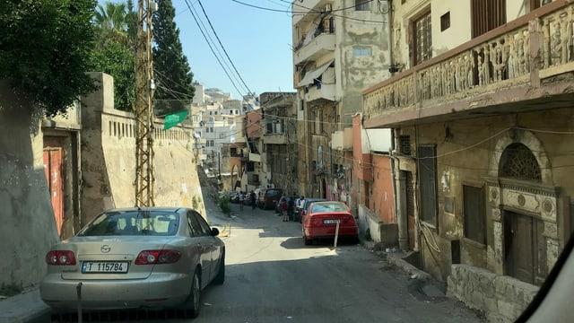 Gasse mit zerfallenden Häusern in Tripoli.