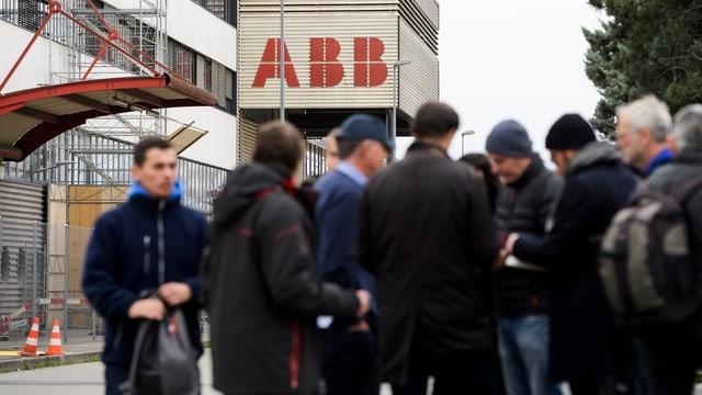 Aufruhr vor dem Standort Sécheron nach der Ankündigung von ABB.