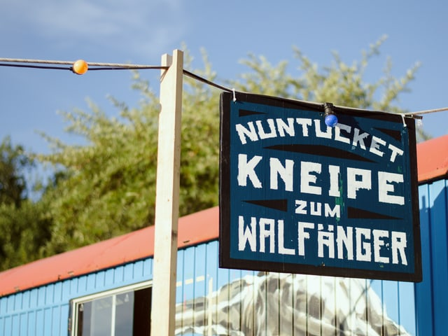 Schild der Kneipe zum Walfänger in Nuntucket