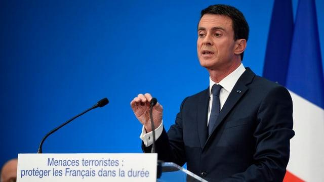 Der französische Premier Manuel Valls am Rednerpult.