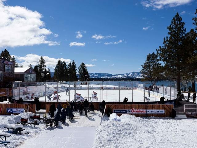 Die NHL-Partie am Lake Tahoe sorgte für ungewohnte Bilder.