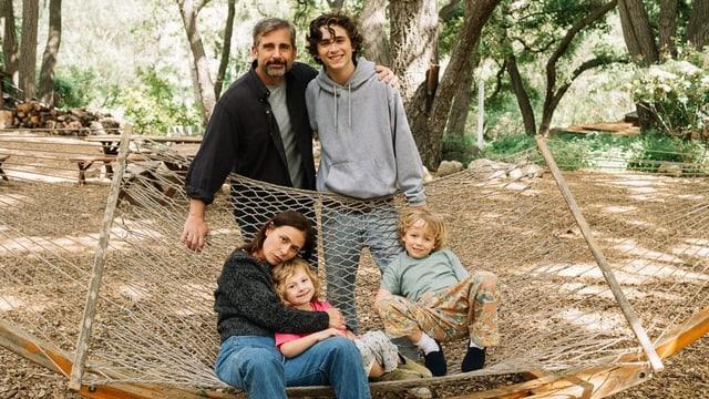 Ein Familienporträt auf einer Hängematte