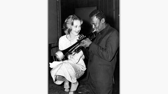 Jeanne Moreau und Miles Davis, Trompete spielend