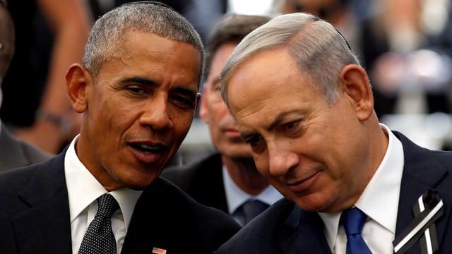 Obama und Netanjahu zusammen sprechend.