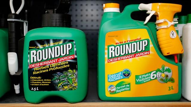 Roundup-Mittel im Regal.
