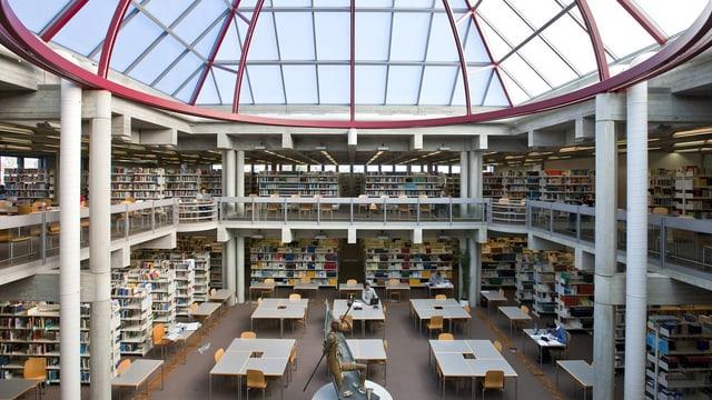 Blick in die Bibliothek der Universität St. Gallen