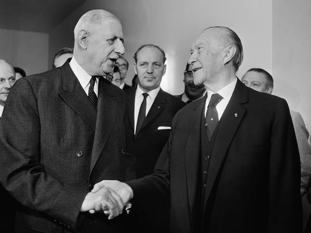 Charles de Gaulle (li.) und Konrad Adenauer im Jahr 1965.