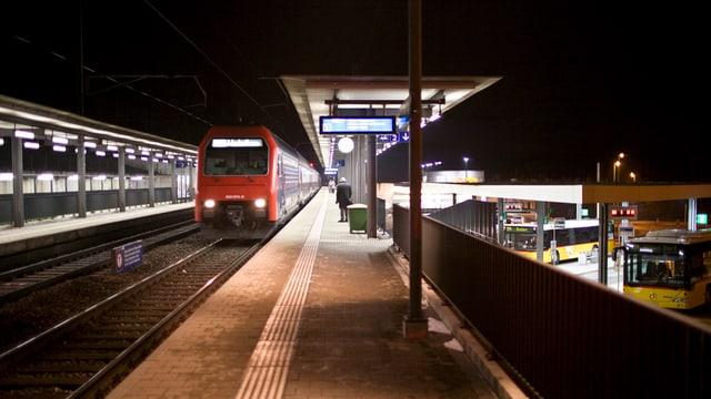 Station Mellingen-Heitersberg in der Dunkelheit