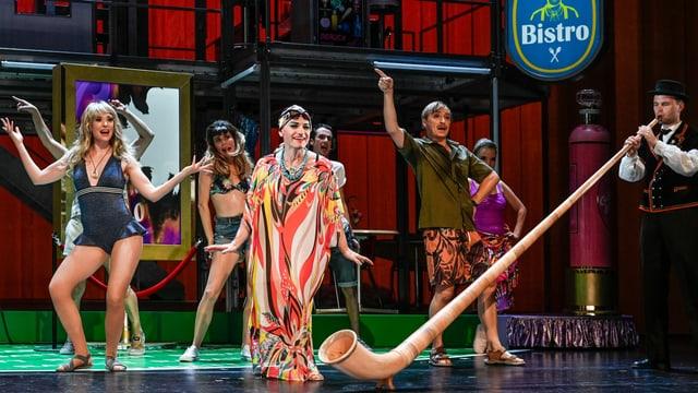 Tänzerinnen mit Alphorn.