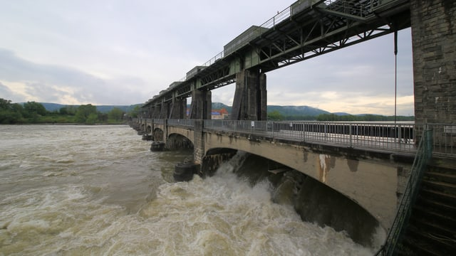 Kraftwerk Augst BL mit hochem Wasser