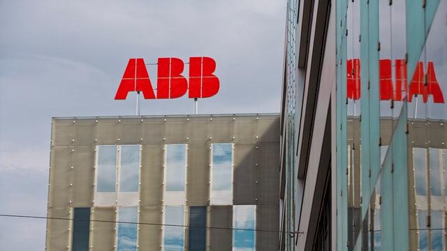 ABB-Logo auf dem Konzernsitz in Baden