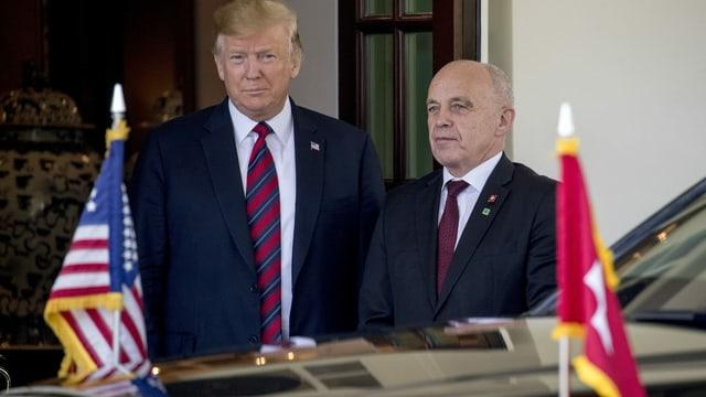 Trump und Maurer vor dem Weissen Haus.