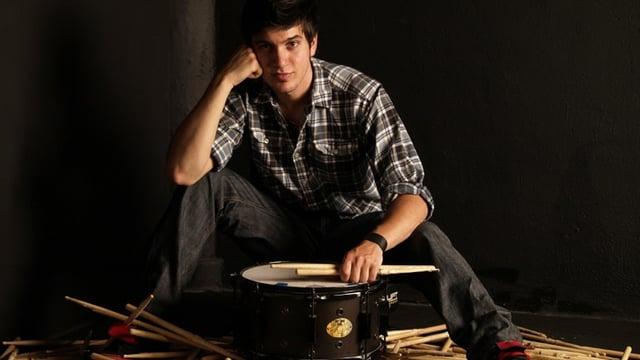 Schlagzeuger Roberto Cerletti mit Drumsticks
