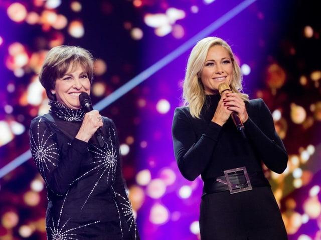 Paola Felix und Helene Fischer stehen gemeinsam auf er Bühne.