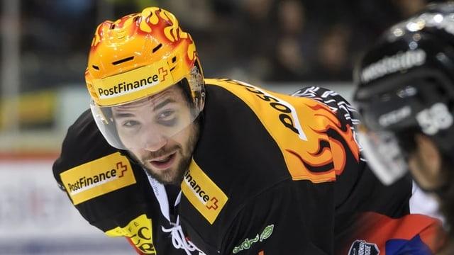 Il giugader da hockey Simon Moser.