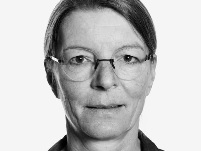 Porträt einer Frau mit Brille