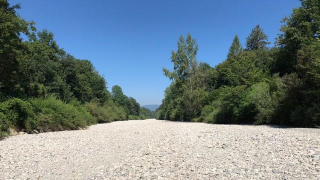 Das trockene Flussbett der Emme.