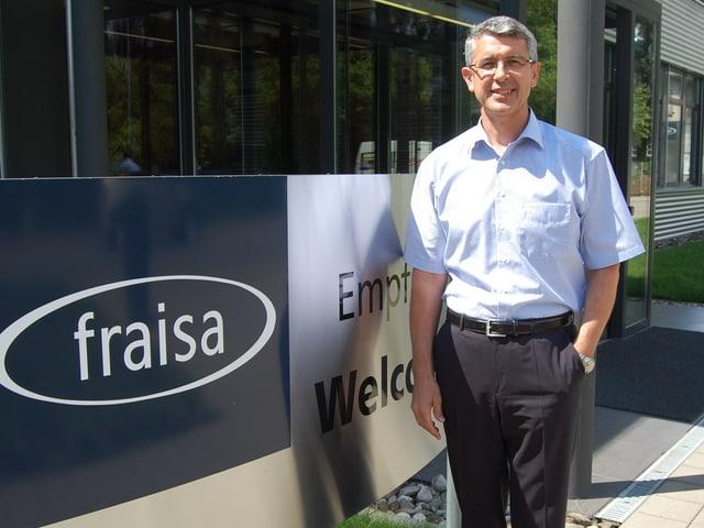 Josef Maushart, Verwaltungsratspräsident der Fraisa-Holding vor seinem Hauptsitz in Bellach.