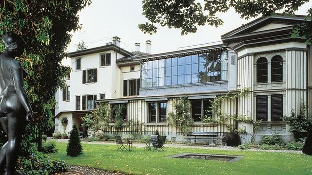 Das Museum Villa Flora vom Park aus gesehen.