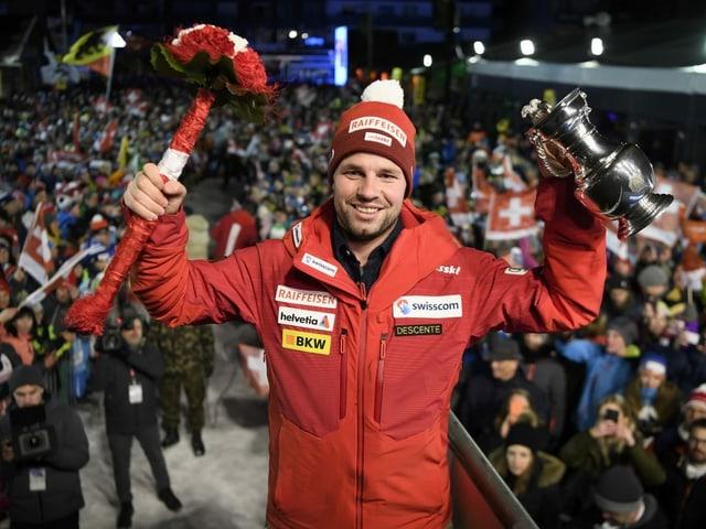 Durch eine Verkürzung der Strecke lässt sich Feuz im Januar nicht beunruhigen. Er gewinnt zum 3. Mal nach 2012 und 2018 – vor Dominik Paris, der im 13. Anlauf erstmals auf dem Podest landet.