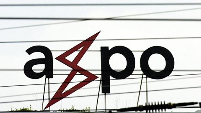 Das Axpo-Firmensymbol auf einem Tram-Stromnetz in Zürich.