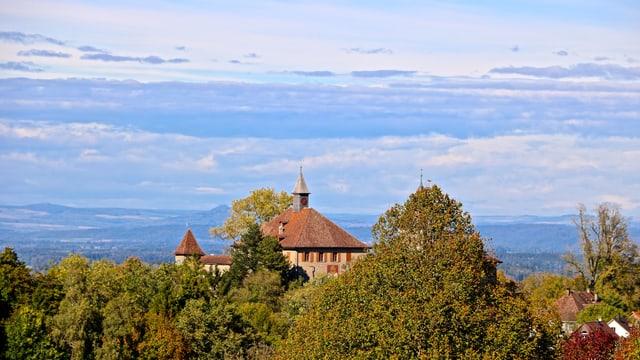 Blick Richtung Kyburg bei Winterthur. Im Hintergrund zieht die Kalfront auf.
