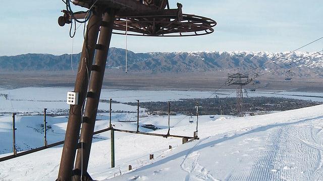 Video «Davos in Kirgistan - Wie ein Schweizer Ski-Entwicklungshilfe leistet» abspielen