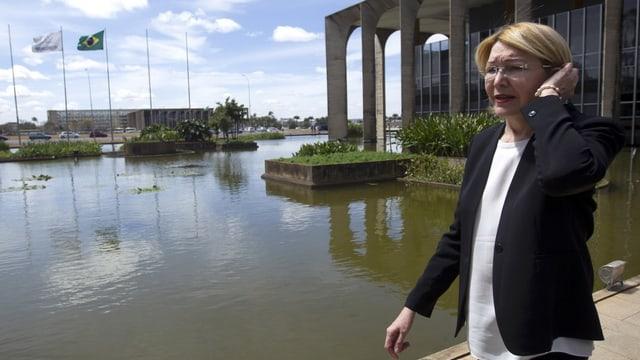Luisa Ortega vor dem Parlamentsgebäude in Brasilia.