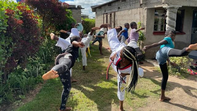 Taekwondo-Training auf Rasen