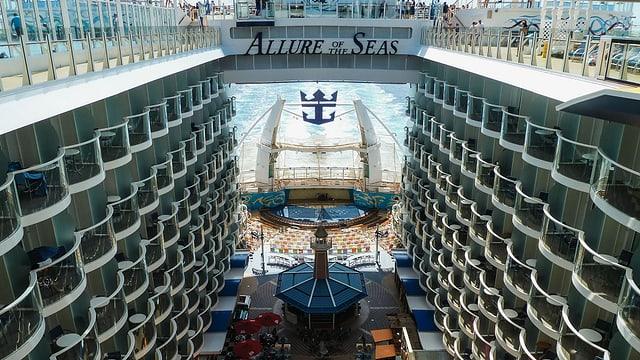Blick ins Innere des Schiffes der «Allure of the Seas».