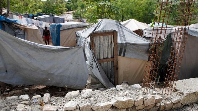 Zeltlager bei  Port-au-Prince auf Haiti.