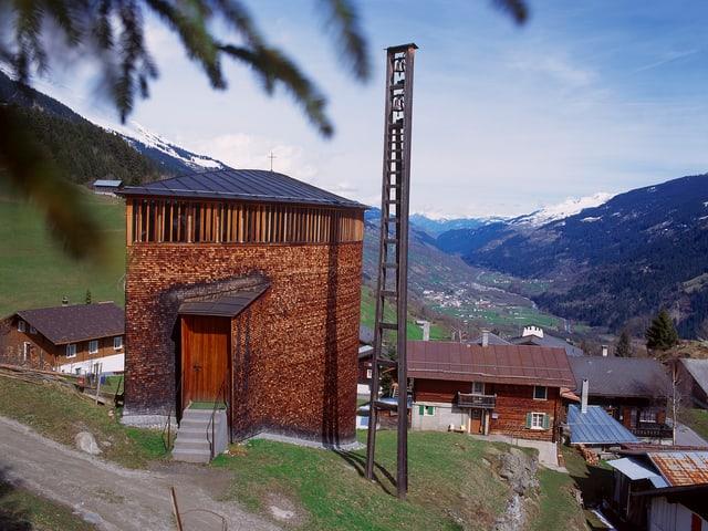 Kapelle aus Holz, Blick ins Tal
