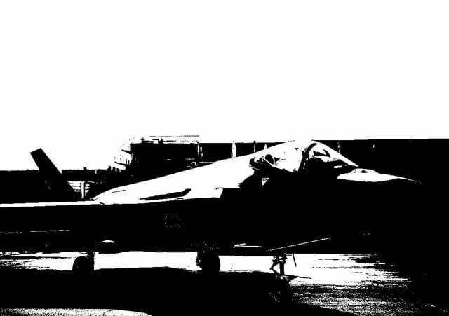 Bild des F-35 mit Kontrastregler.