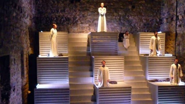 Impressiuns da la premiera da l'opera Fuorn da fieu en il chastè da Riom.