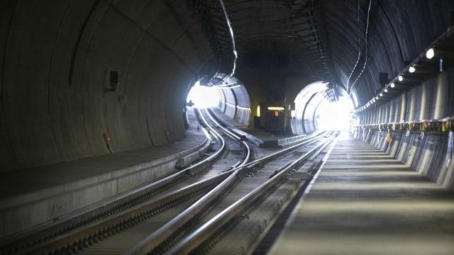 il tunnel.