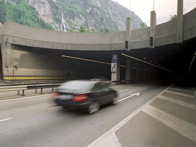 Portal nord dal tunnel stradal al Gottard