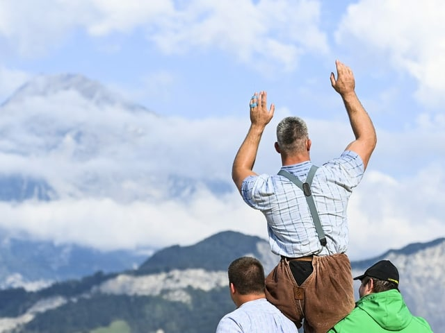 Samuel Giger, hier nach dem Triumph am Nordostschweizer Schwingfest in Mels.