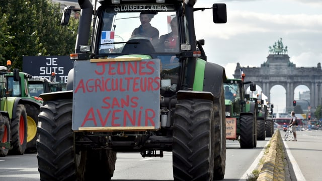 tractor cun in placat da demonstraziun