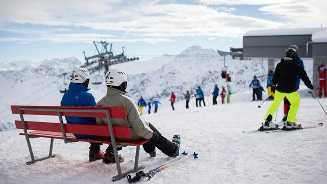 Skifahrer im Skigebiet Arosa