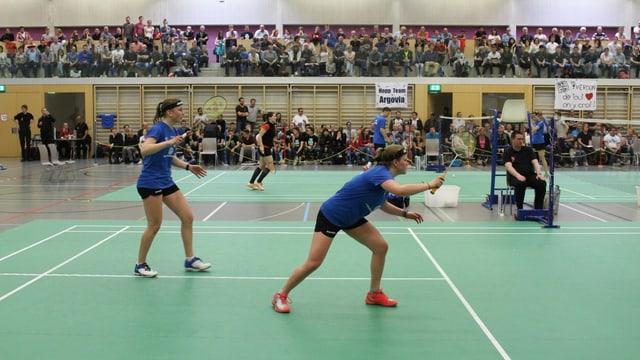 Ronja Stern und Chantal von Rotz während dem Spiel