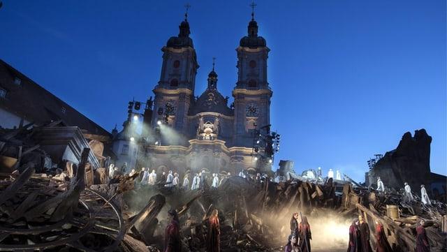 Bühnenbild von Attila vor der St. Galler Kathedrale.