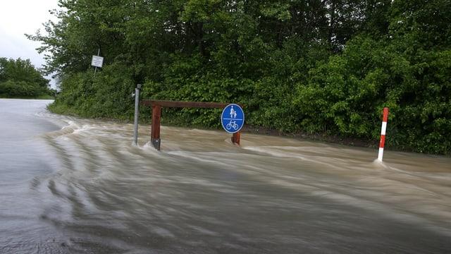 Ina via da velos inundada ad Obernzenn datiers da Ansbach (Baviera)