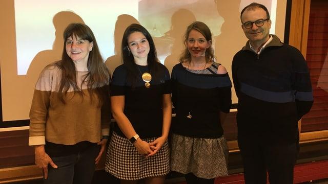 Il team da l'universitad da Turitg: Sabine Stoll, Jekaterina Mazara, Géraldine Walther, Michele Loporcaro (da sen)