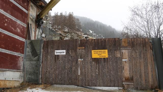 Las portas da la cava da crappa Garlag a Val Son Pieder.