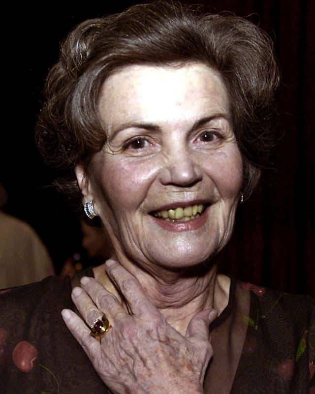 Annemarie Düringer lacht in die Kamera.