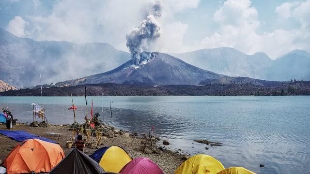 Il vulcan Mount Rijnai.