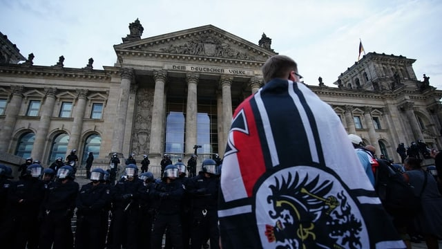 Geballte Symbolik: Eisernes Kreuz, Preussenadler und Schwarz-Weiss-Rot fürs Kaiserrreich.