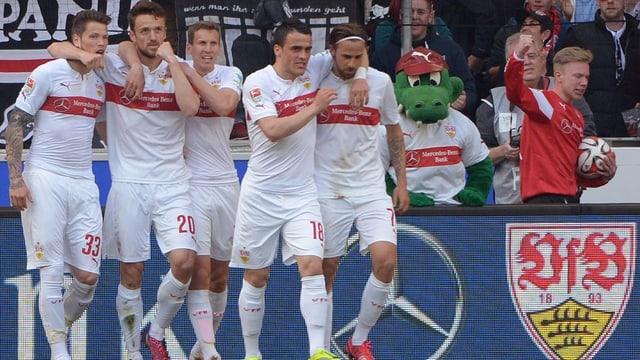 5 giugaders dal VfB Stuttgart che stattan en ritga.