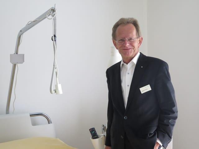 Mann in Spitalzimmer