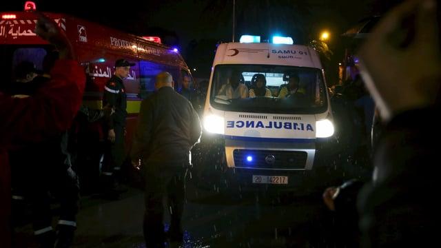 Polizei und Rettungskräfte in der Nähe des Anschlagsortes